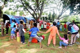 Anak-anak Korban Tsunami Lampung Terhibur Di Pengungsian