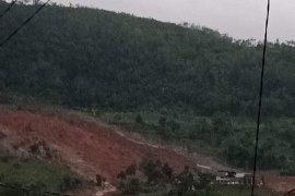 SAR gabungan evakuasi korban  longsor di Sukabumi