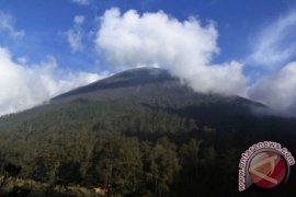Mulai 3 Januari 2019 pendakian Gunung Semeru ditutup total