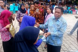 Pemkot Tual salurkan bantuan pemberdayaan masyarakat