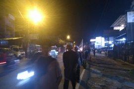 Massa asal Cianjur berjalan kaki menuju Monas