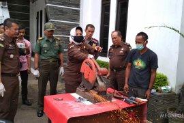 Kejari Sukabumi sita dua senjata api rakitan