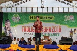 Ustadz Wijayanto tausiyah di kebun PT TBM