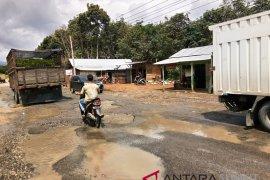 Ruas jalan nasional di Tapsel banyak yang  rusak