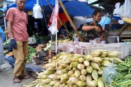 Penjual jagung bermunculan jelang tahun baru di Bogor