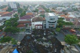Kondisi Tanah Ambles Di Surabaya