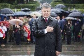 Mantan presiden Ukraina Petro Poroshenko terinfeksi virus corona