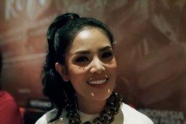 Satuan Narkoba Polres Jakbar tunggu kedatangan penyanyi Nindy Ayunda