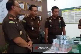 Dua Kades Situbondo Kembalikan Uang Diduga Korupsi Penyalahgunaan Tanah Kas Desa (Video)