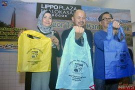 Kota Bogor resmi larang kantong plastik