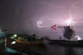 BMKG: Hujan saat malam Tahun Baru diprakirakan di sebagian Jawa Barat