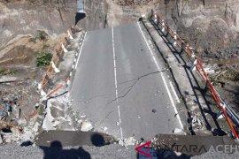 Longsor robohkan jembatan di Bener Meriah