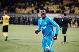 Kiper Ajax Andre Onana ingin pindah, dikaitkan dengan Barca, Chelsea hingga Spurs