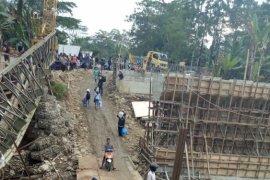 Pemasangan jembatan bailey pengganti jembatan ambruk rampung