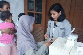 Kamila Ratu Chaidir Bantu Korban Tsunami Pandeglang