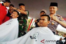 Tukang cukur Garut galang dana untuk korban tsunami