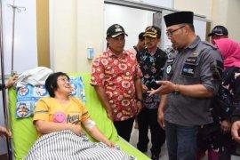 Gubernur Jabar serahkan bantuan korban tsunami Rp1 miliar