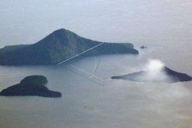 Volume menurun, aktivitas Gunung Anak Krakatau tetap dipantau