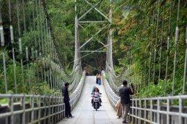 Jembatan gantung Agam jadi spot foto menarik