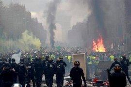 Kerusuhan terjadi di tengah karantina wilayah pinggiran di Paris