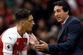 Di luar skuat Emery, Arsenal tawarkan Ozil ke klub-klub Eropa