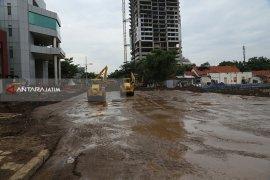 Pemulihan Jalan Ambles di Surabaya Memasuki Tahap Pemadatan Tanah