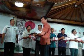 Sekolah di Bali dapat sumbangan buku dari Konjen Tiongkok