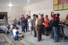Risma Kunjungi Warga Korban Kebakaran di Kampung Kapasan Dalam