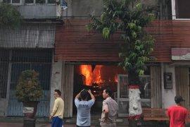 Rumah Makan di Blitar Ludes Terbakar