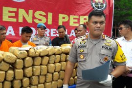 Mertua dan menantu pembawa 220 kg ganja terancam hukuman mati