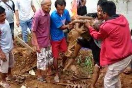 Enam bocah di Cicurug Sukabumi tertimbun longsor