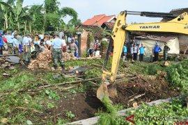 TNI Gotong Royong Bangun Rumah
