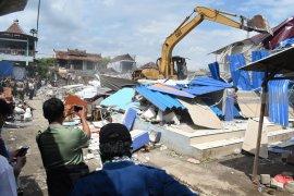 Pedagang Ponorogo Hadang Petugas saat Pembongkaran Pasar