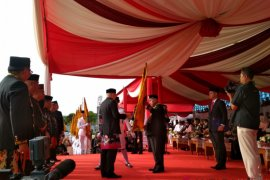 Gubernur Kaltim Serahkan Panji Keberhasilan Pembangunan