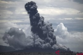 Anak Krakatau meletus lagi siang ini