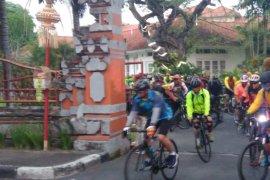 Pangdam IX/Udayana gelar bersepeda bersama jaga kebugaran