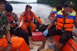 Delapan korban kapal tenggelam di Semitau ditemukan  tewas