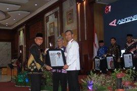 LKBN Antara berikan penghargaan kepada Plt Bupati HST yang peduli Meratus