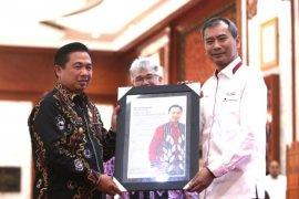 Ibnu Sina wins Antara Award for reducing plastic bag