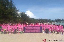 Bhayangkari Polres Bangka gelar kegiatan bersih pantai