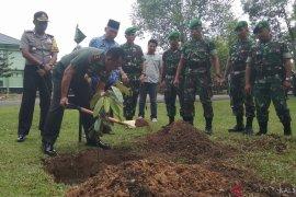 Video - Prajurit Yonif 621/Manuntung pamerkan kekuatan dihadapan Pangdam