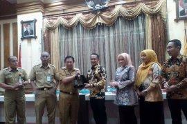 Wali Kota Palangkaraya  bersama rombongan pelajari  PAD Banjarmasin