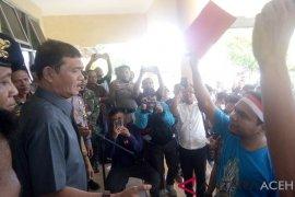 Pemkab Singkil dapat kartu merah dari masyarakat