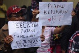 Jelang bebas pendukung Ahok jemput di Mako Brimob