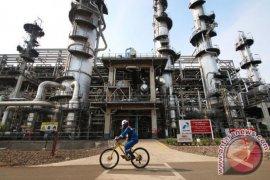 Harga minyak bervariasi di tengah kekacauan Venezuela dan lonjakan persediaan AS