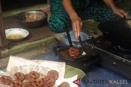 Small business in Haliau developes cincin cake