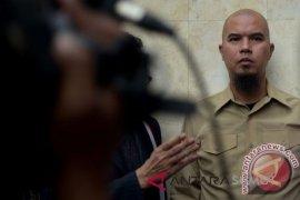 Ahmad Dhani minta penangguhan penahanan