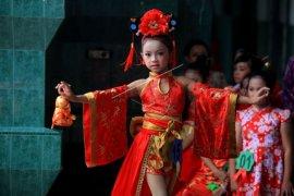 """Oriental Touch"" cheongsam perayaan Imlek lebih modern"