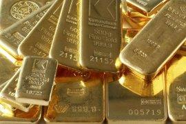 Emas naik setelah pasar saham AS melemah