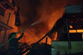 Dua ruko di Tayan ludes terbakar